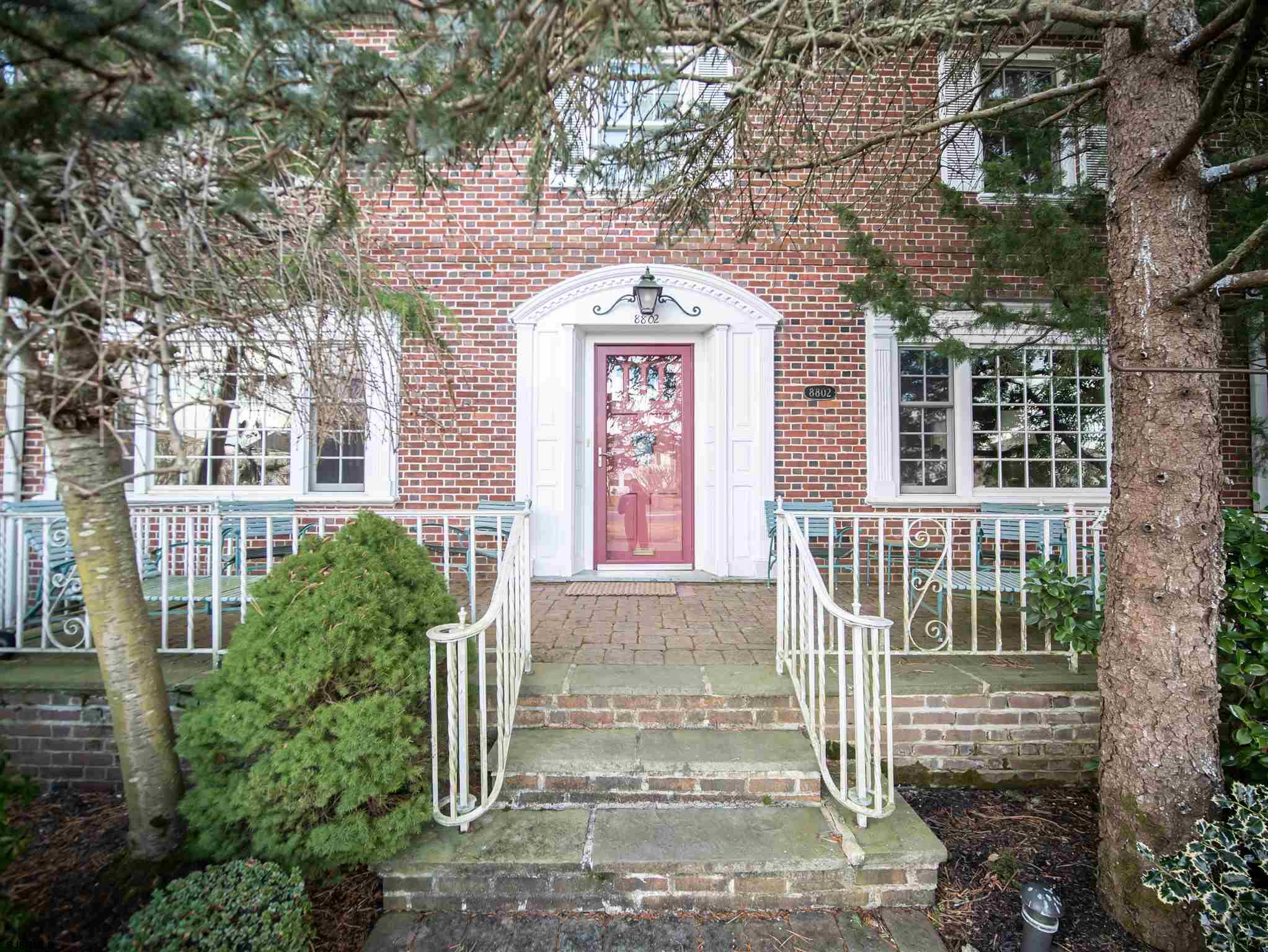 Attention Buyers...This RARE PARKWAY FRONT SOUTH SIDE HOME is being offered on the market for the FI