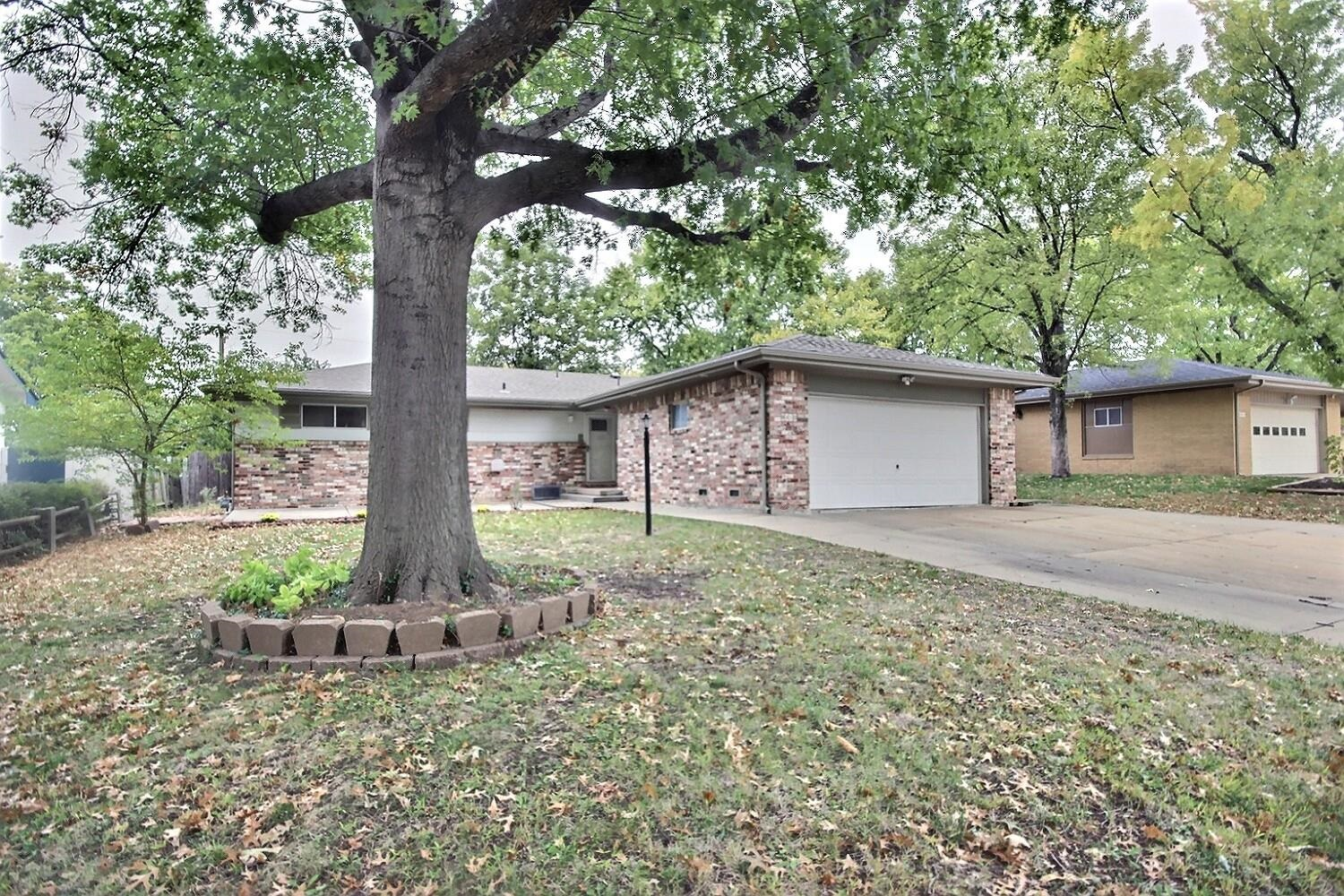 MOVE IN READY RANCH, NESTLED IN TREED SOUTHEAST NEIGHBORHOOD. FRESHLY PAINTED ROOMS WITH NEW CARPET