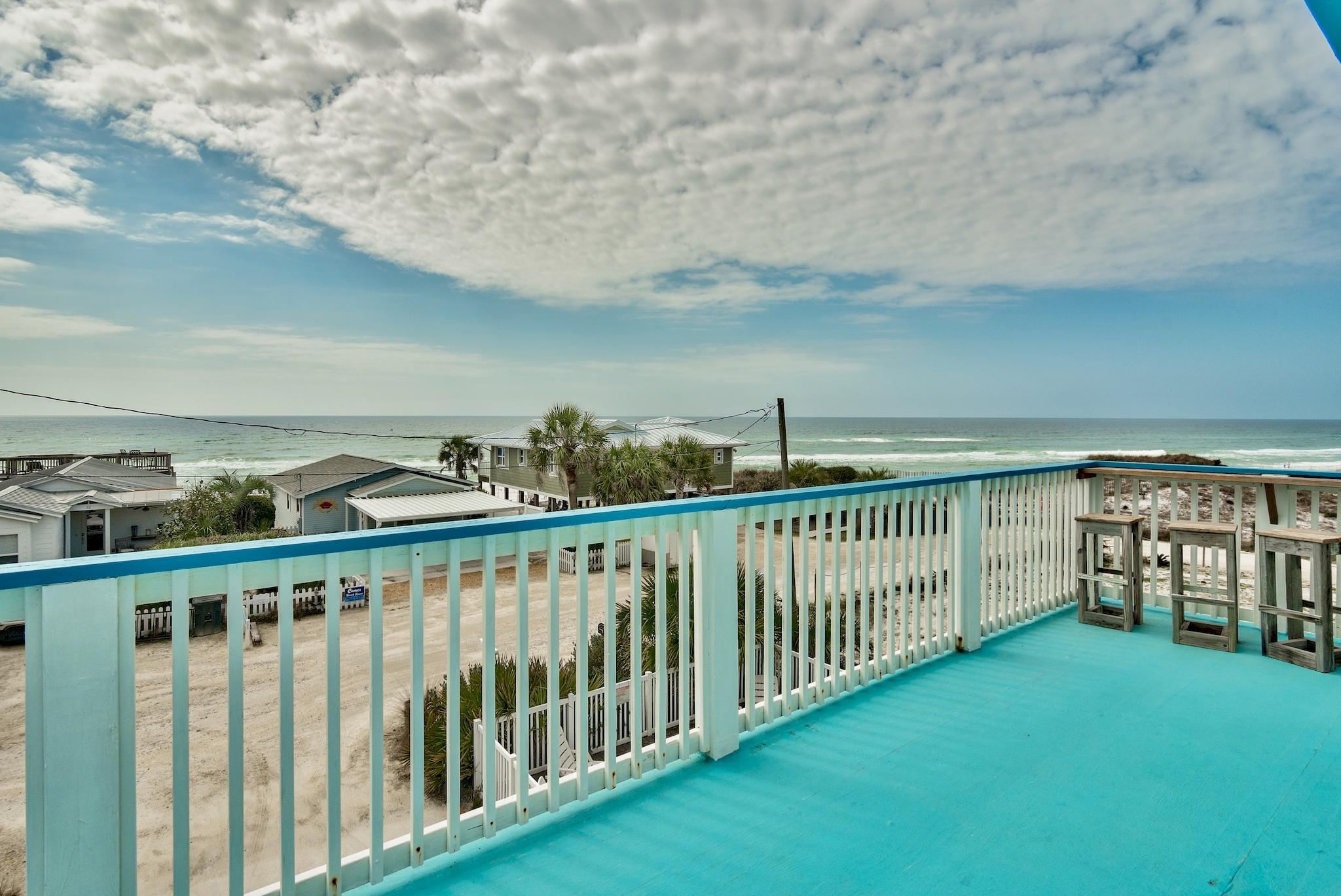 Perched on high elevation and located one tier back from the gulf, 79 Emerald Cove offers expansive