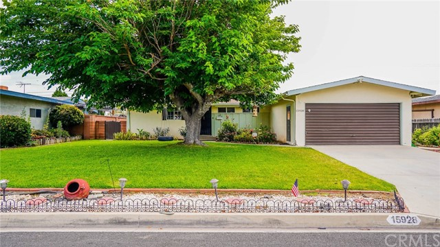 Wonderful La Mirada home in one of the best school districts !!! This home has 3 Bedrooms and 2 Bath