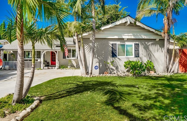 This beautiful 3 bed 2 bathroom house in La Mirada is a must see! This home comes with upgraded floo