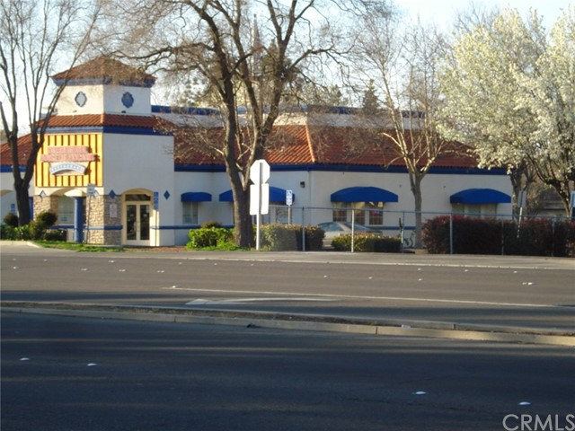Premium restaurant location on Olive Ave. 4,694 S.F. building built in 1995. There has only been one tenant in this unit and it has been maintained beautifully. Very high traffic area in Merced. See attached floor plan. Please call listing agent with any questions.