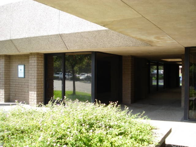 A pproximately 1,293 +/- square foot Medical Office space for lease. Great North/Central Merced location directly across from