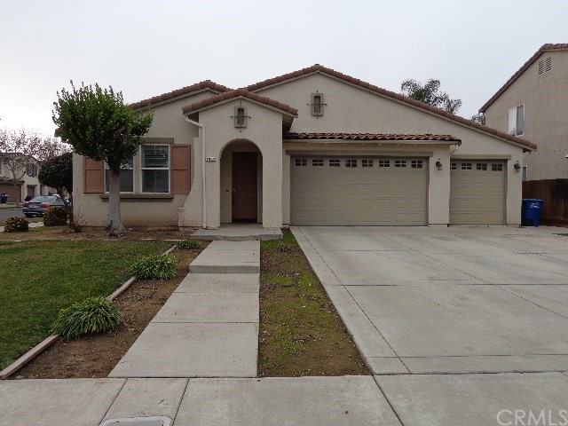 Beautiful 2465 sq. ft. home in North Merced on a corner lot with 3bd/3ba, 3 car garage.  Ceiling fans and crown molding throughout the home.