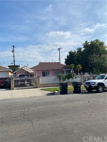 HUGE 5 BEDROOMS 2 BATH, ON CORNER LOT,  CLOSE TO CELLITOS COLLEGE,  MAJOR STORES AND  FREEWAYS.