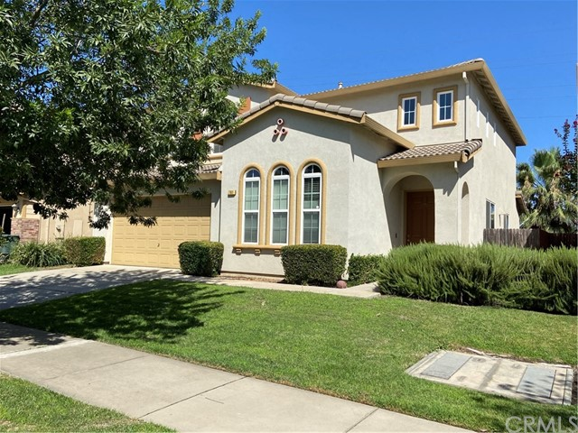 Charming 2 story, 2334 Square Ft. home built in 2007.  Spacious family room has fireplace and is ope