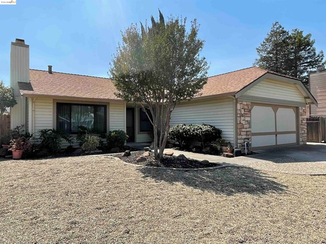 Lovely One story home in Country Estates subdivision of Suisun City. Vacant, ready for new owners TL
