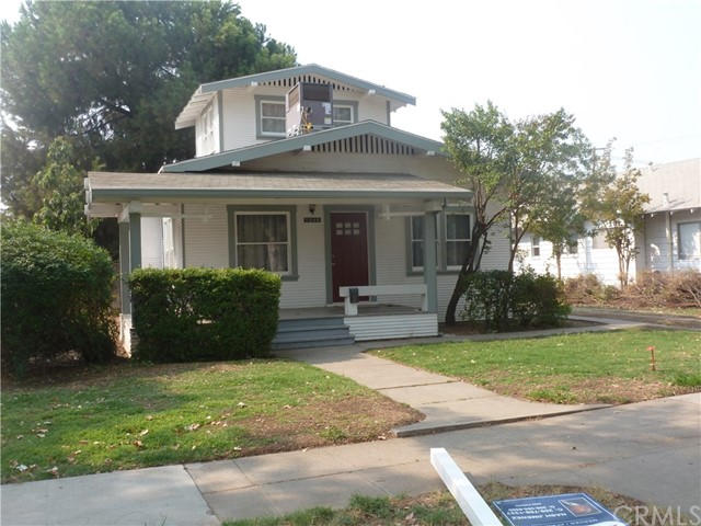 Here is one center of town 1 block away from Fremont School and any kind of shopping you will need w