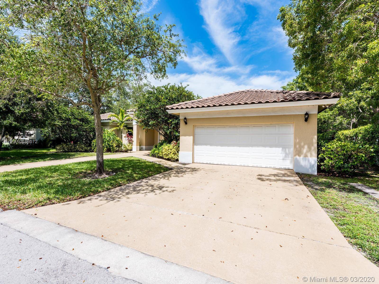 SPECTACULAR 5 BEDROOM, 4 BATHROOM POOL HOME IN DESIRABLE PINECREST.  AMAZING FLOOR PLAN AND HIGH CEI
