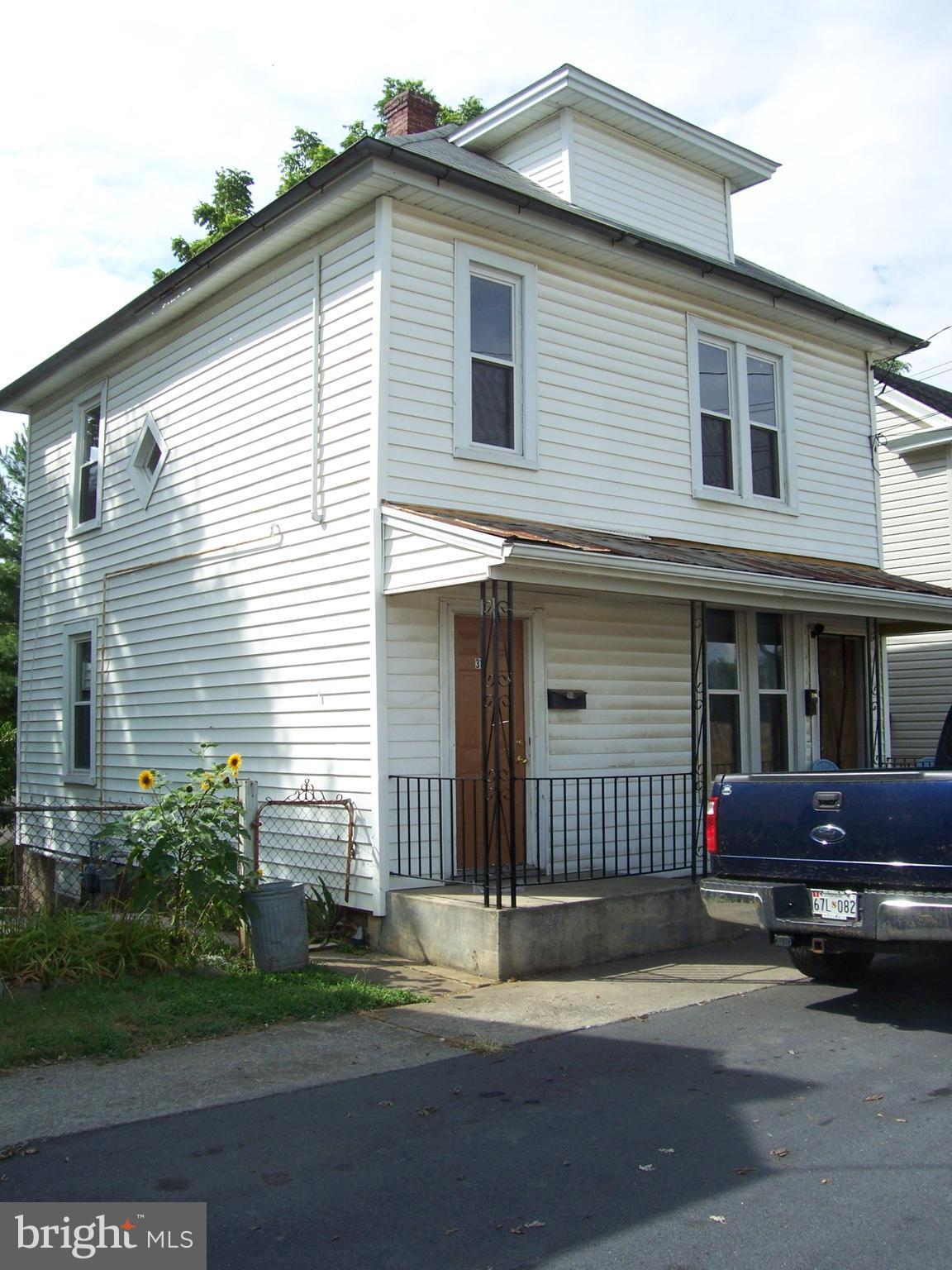 Nice Duplex on a quite one way street 314 & 316 Auburn St. Each side features a great front porch, H