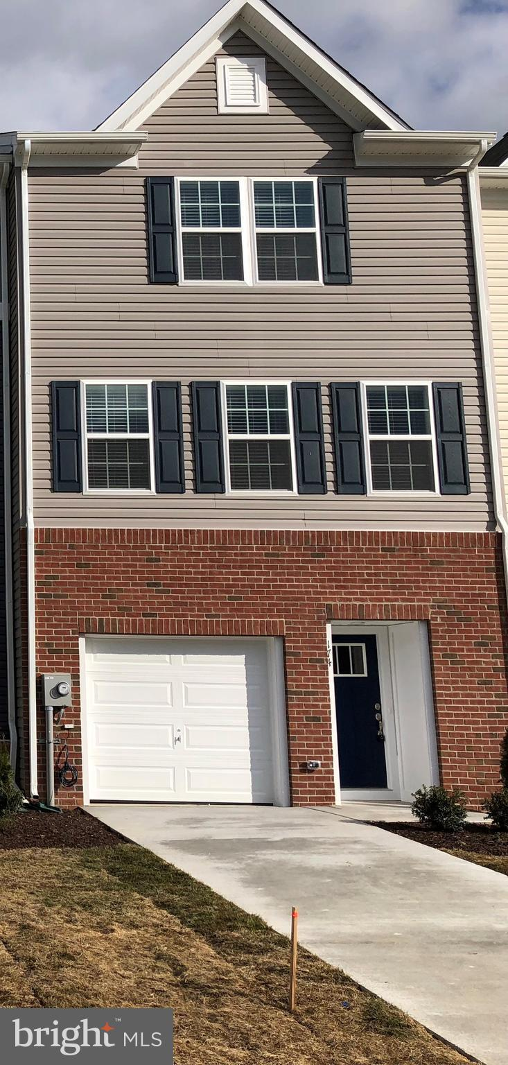 Granite kitchen counter tops, Stainless Steel Appliances, Cabinet Hardware, Walk Out Basement, Closi