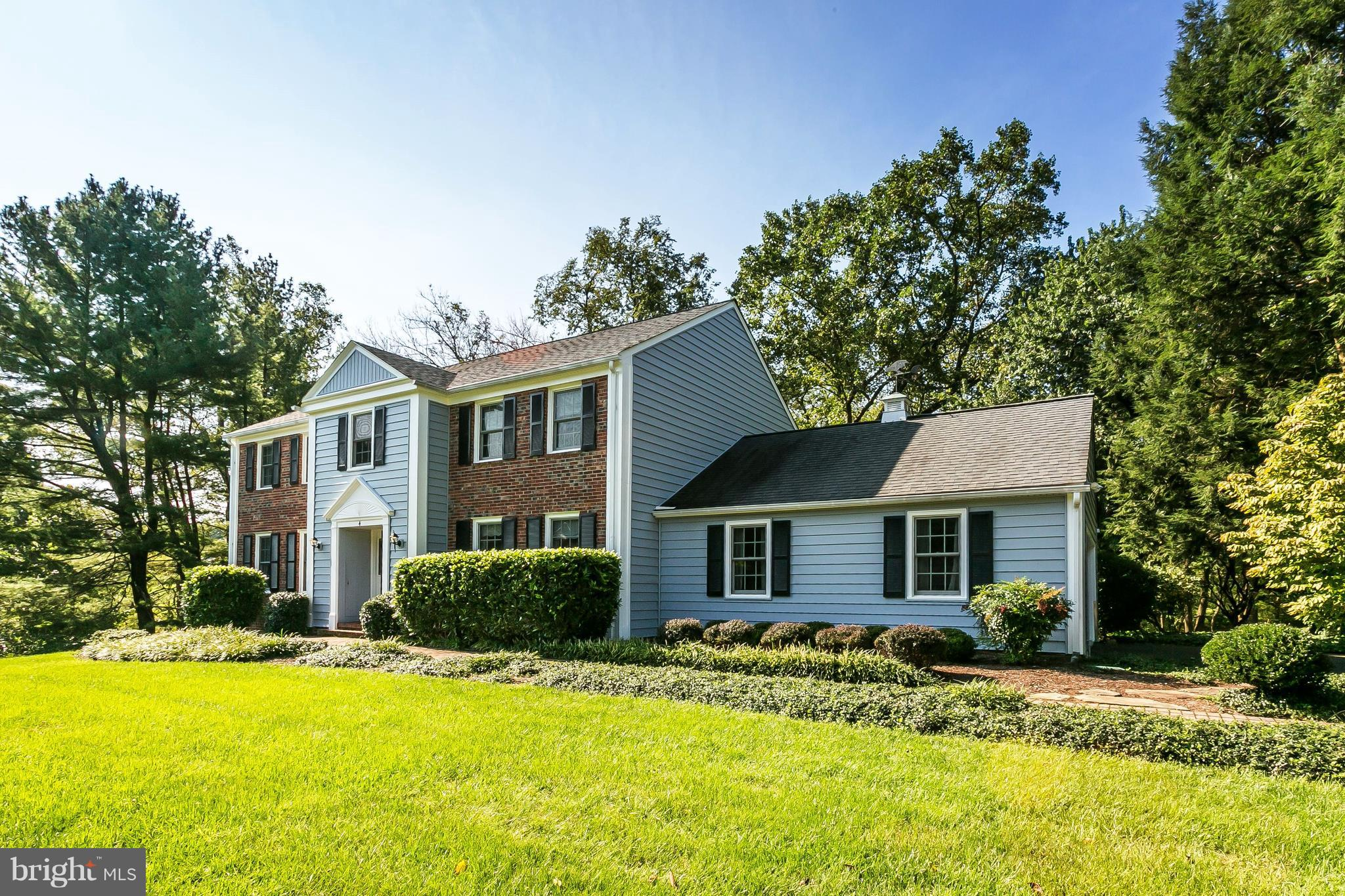 Wonderful True 5 Bed., 3.5 Bath Colonial On Court Location. Updated Eat-In Kit. W/Stainless Appl., G