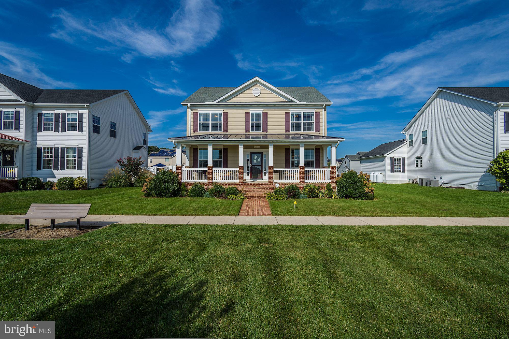 Beautiful Hayden model situated on the Village Green. Gourmet Kitchen w/ SS appliances, gas cooktop,