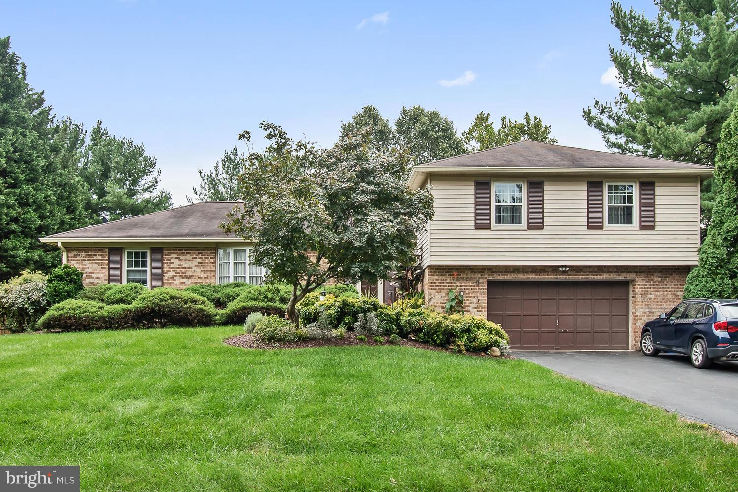 OPEN SUNDAY 10/14, 2-4 pm!! Beautifully updated home in Olney Mill! Kitchen features updated cabinets & Stainless appliances. Main level features neutral paint, crown molding, HW floors & chair railing! Partially finished basement includes FR and dancer's dream studio. Awesome backyard w/basketball court! Close to shopping, schools, and commuter routes including the ICC. A must see!!