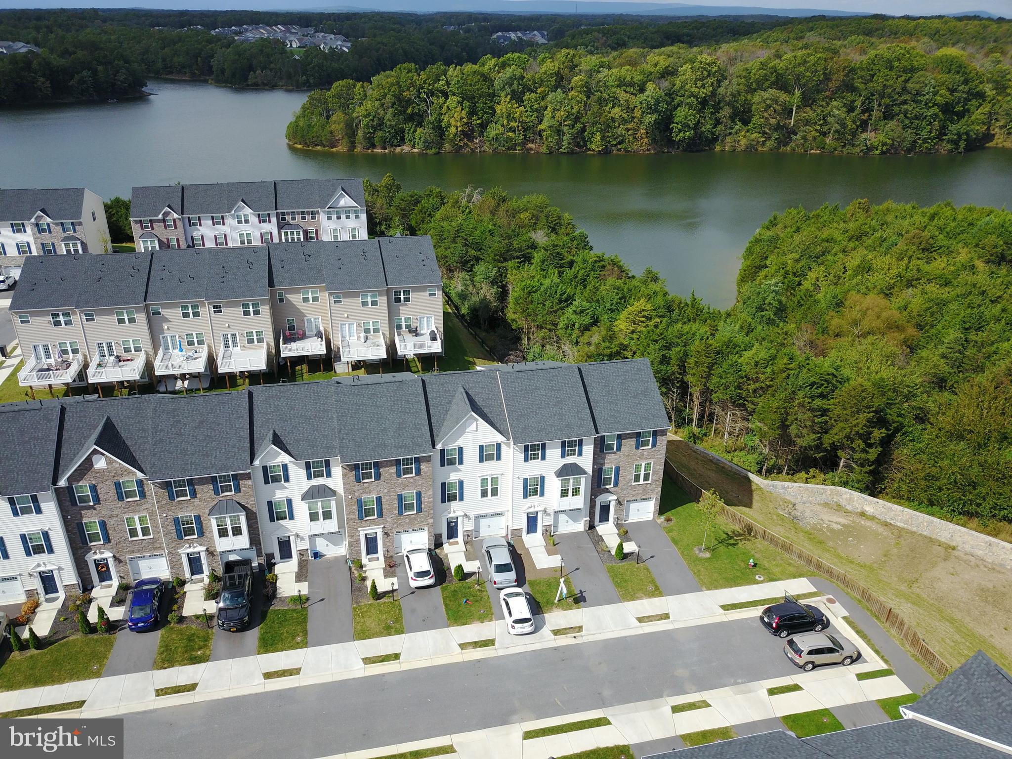 Enjoy Living in a Lake Community with Fabulous Amenities! Huge Chef's Kitchen w/Pantry, New SS Appl,