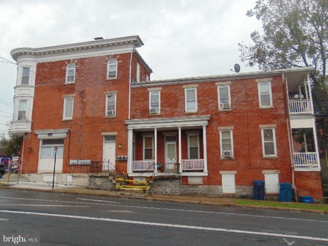Great, clean investment property. 5 units with laundromat.