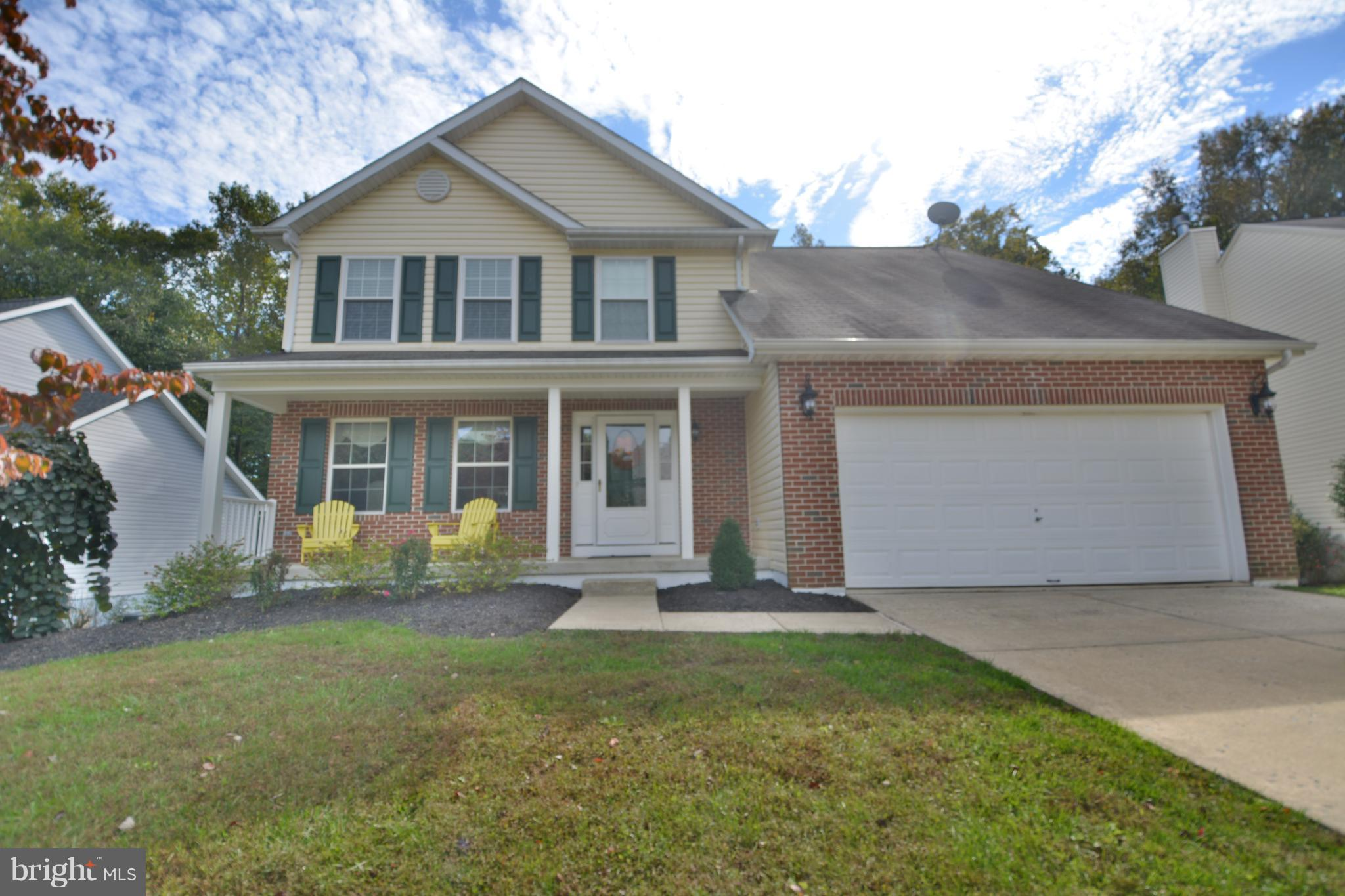 STUNNING. UPDATED. METICULOUSLY MAINTAINED 4 BEDROOM 3.5 BATH COLONIAL IN VILLAGE BYNUM RUN. MAIN LE