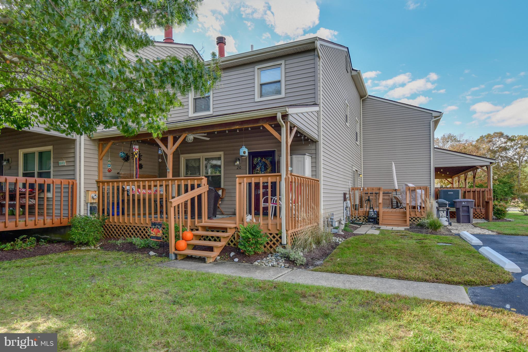 Located in Caine Woods, one of the most desirable and quiet locations in North Ocean City! Close pro