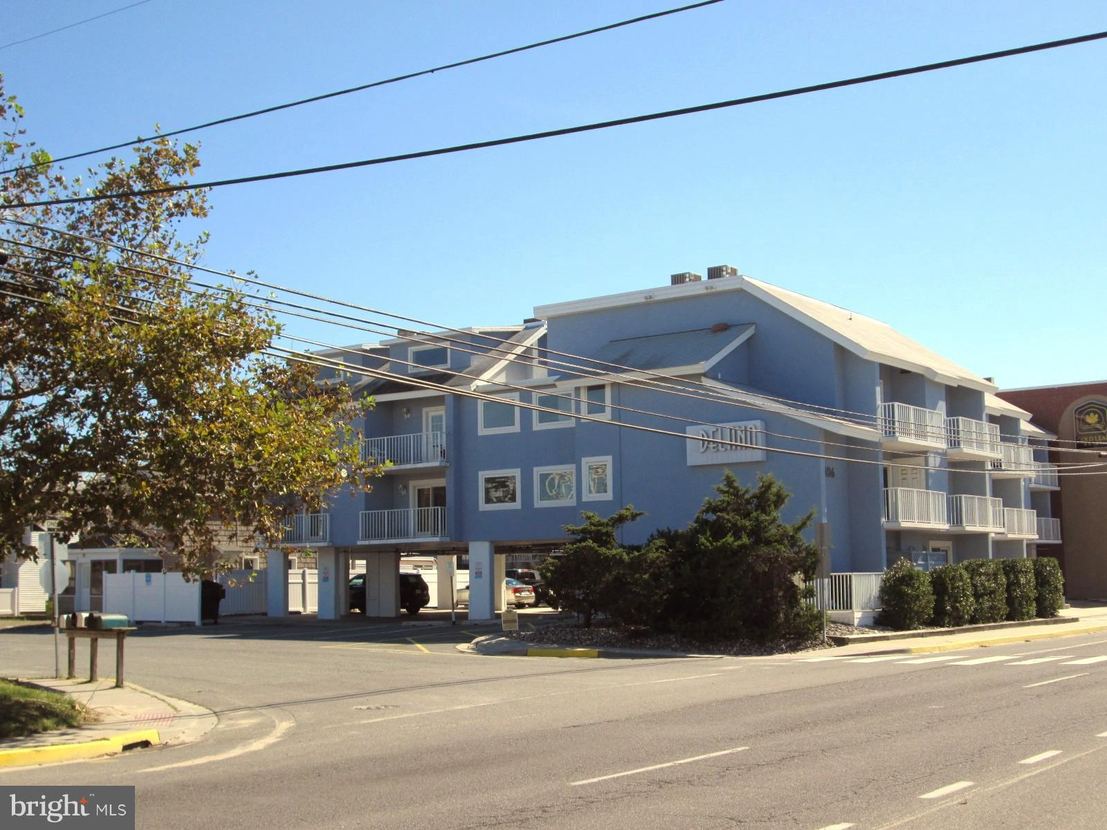 1 bdrm + loft  (2nd bdrm) l + 2 full baths located in the ocean block on the Rodney  St. side of the