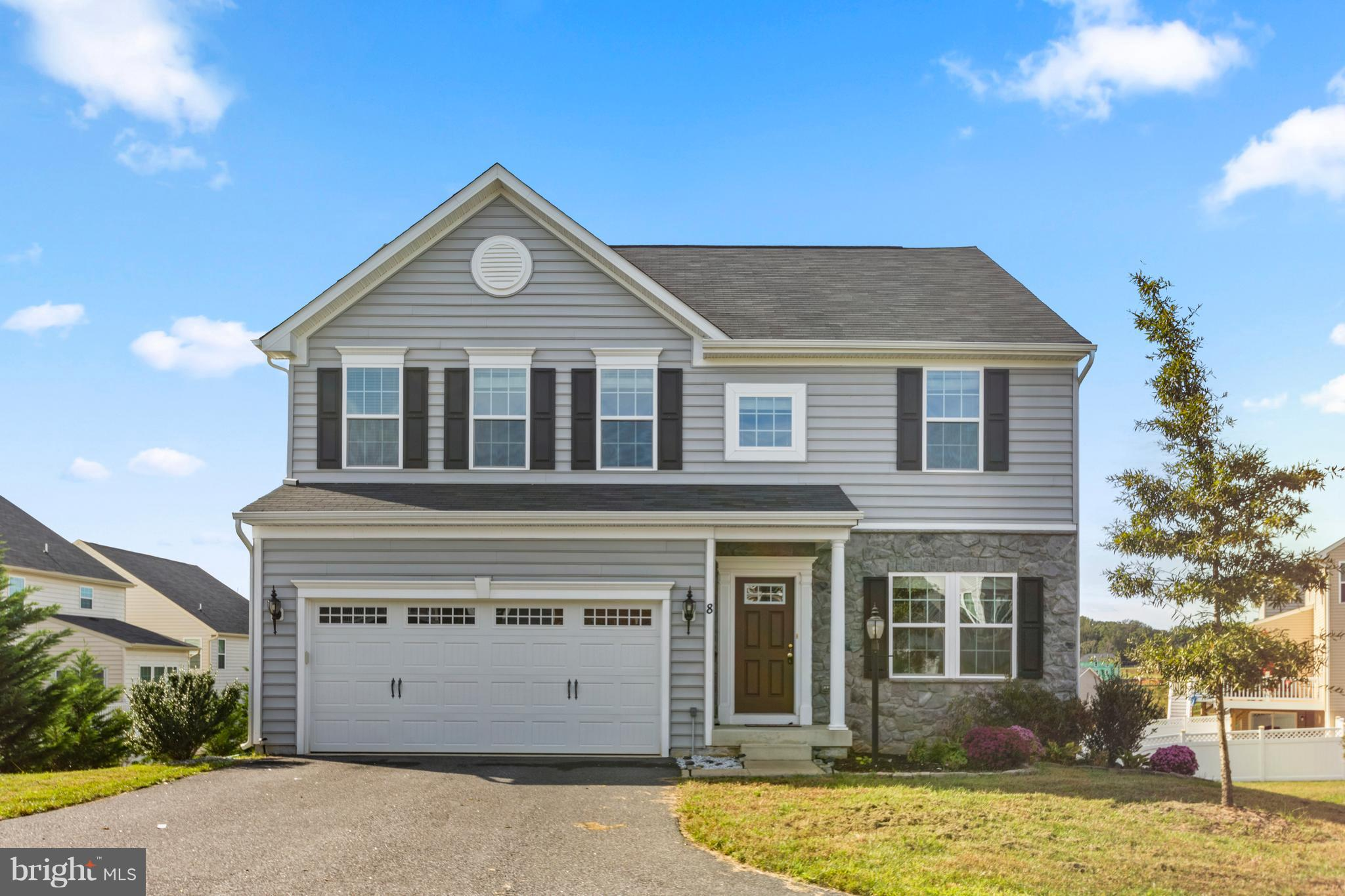 ***GORGEOUS COLONIAL WITH OVER 3,000 SQ FT OF LIVING SPACE ON 3 FINISHED  LEVELS IN SOUTHGATE***CONV