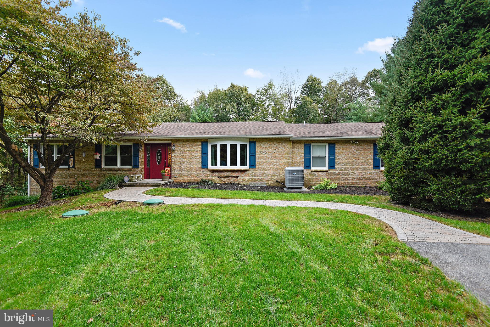 Expanded Rancher on private lot, 5Bdr, 4 FB with Maple Kitchen & Granite counters, separate In-law s