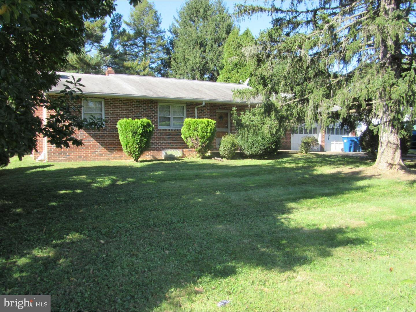 INVESTOR ALERT!!! FIXER UPPER!!! A non-development type setting for this 3 BR 2 Ba Ranch home with a