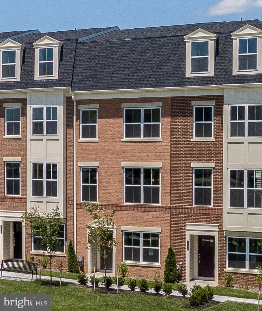 ALL CLOSING COST PAID for a November move-in; Where convenience and ease of lifestyle meet; No Frede
