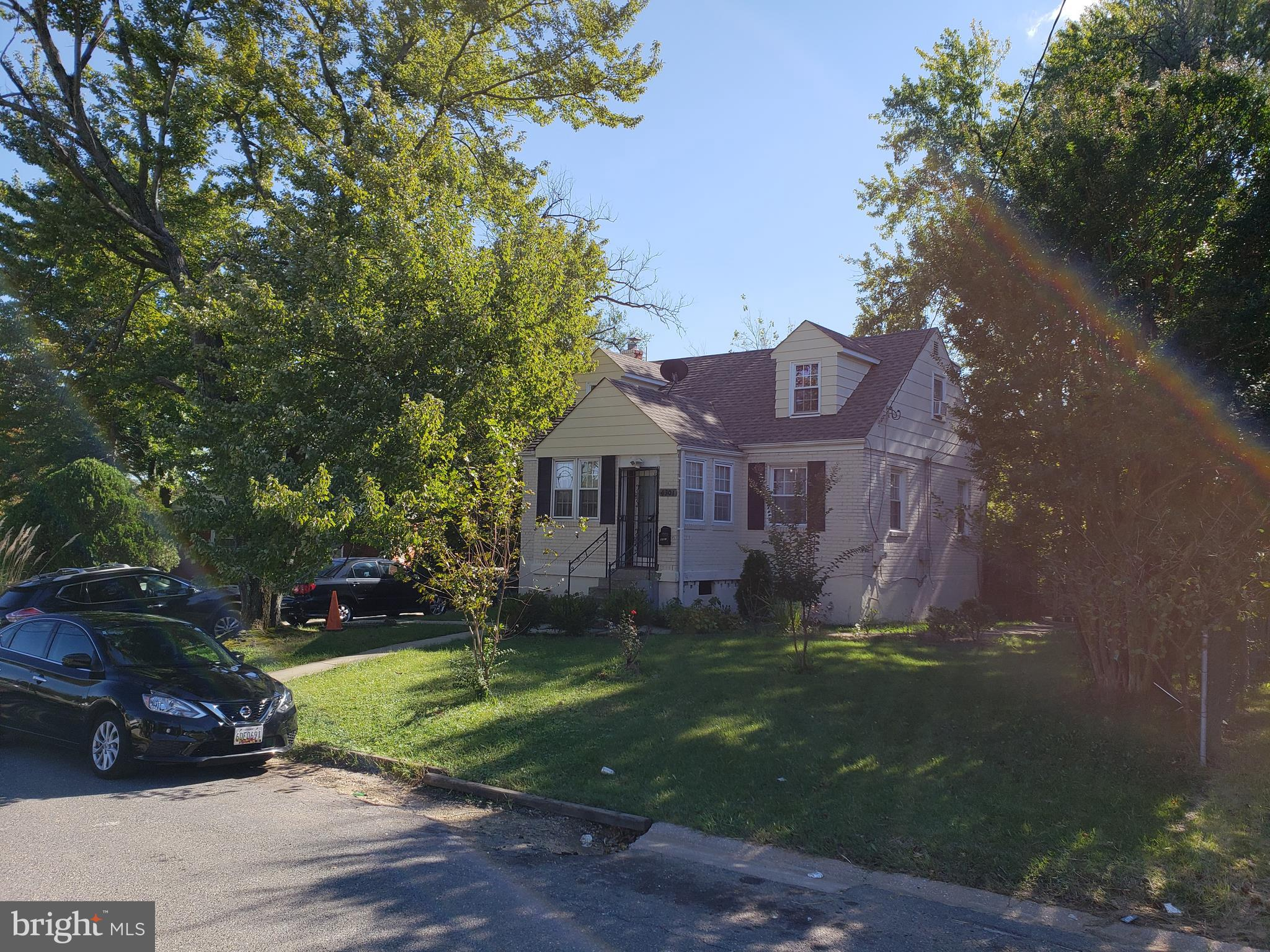 Great location in Cheverly, renovated in 2011 and well maintained. Kitchen/Granite, stainless applia
