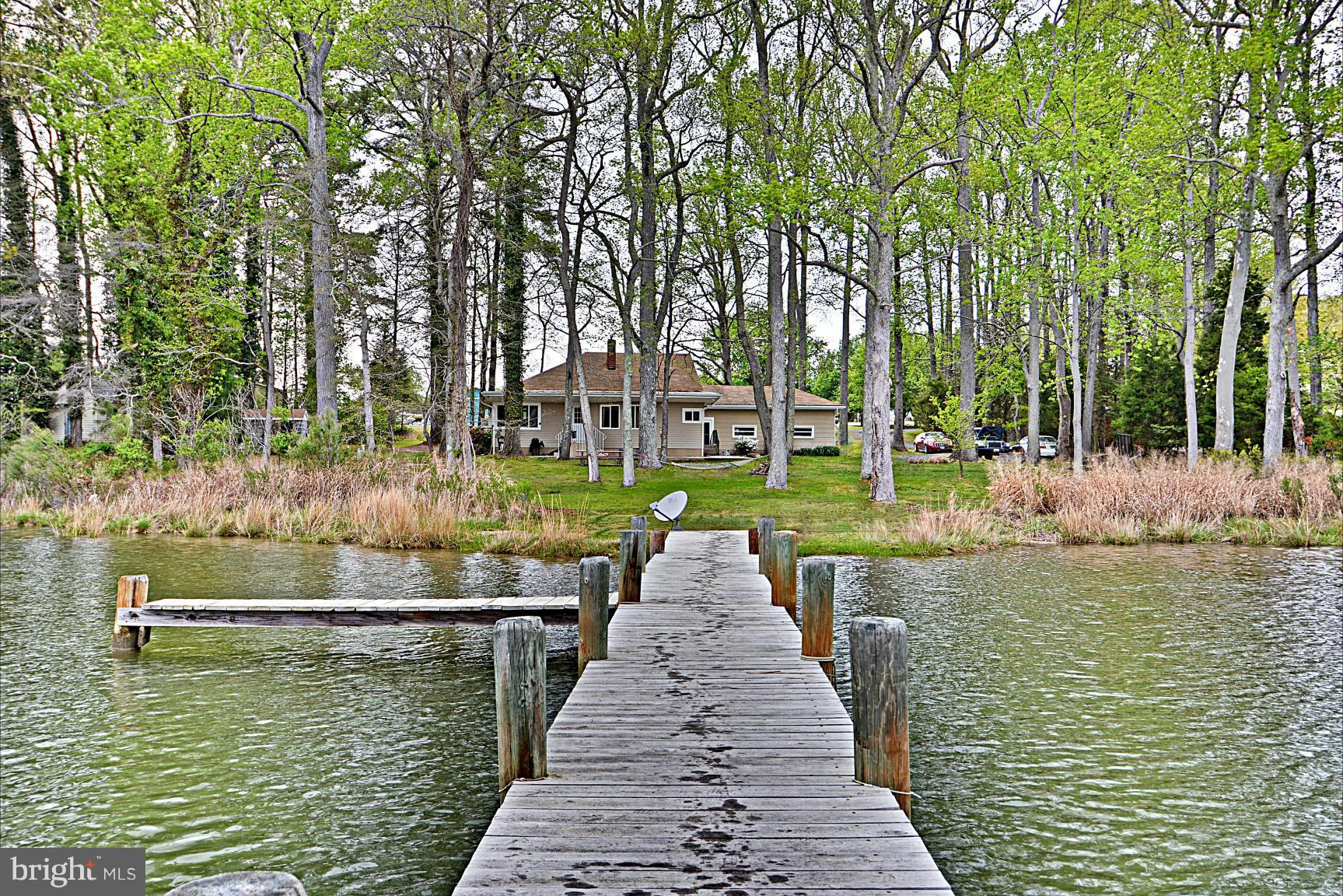 AWESOME WATER VIEWS!  Diamond in the rough!  Great full time residence or weekender!  Private and qu