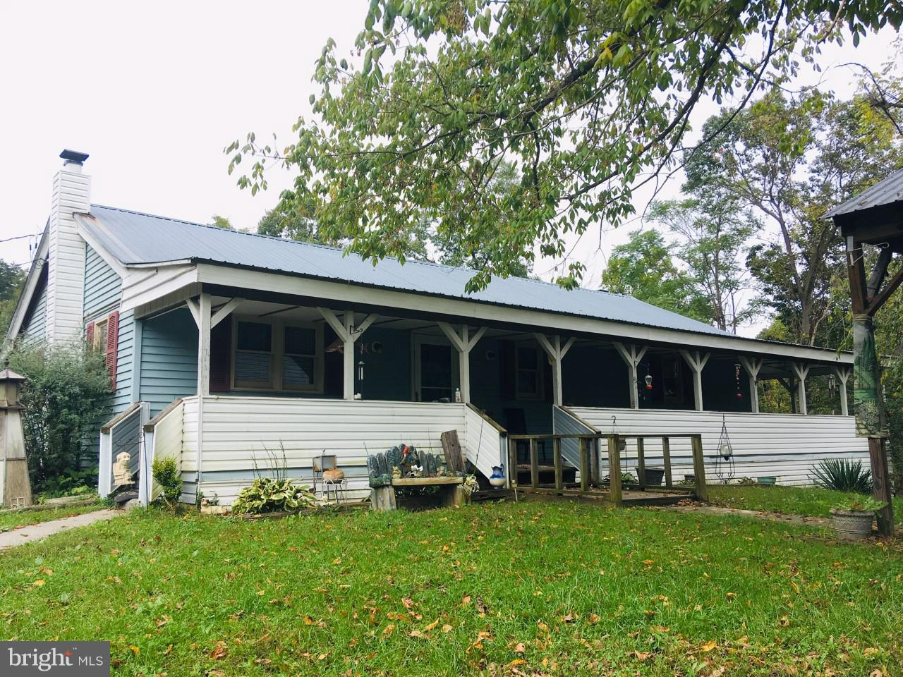 So many possibilities on this nearly 9 acres of unrestricted property. Four possible rentals or live