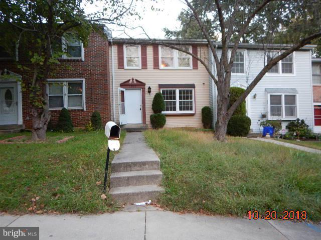 Super possibilities are available in this 3 bed room, 2.5 bath town home in Germantown. Visualize wh