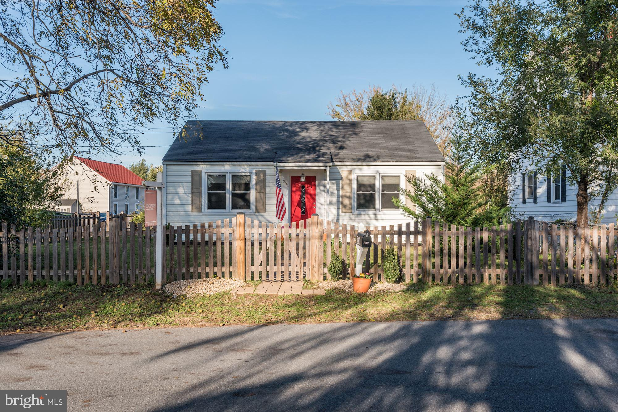 4 Bedroom 2 full bath bungalow rancher on a quaint lot in Berryville. Adorably remodeled inside-Newe