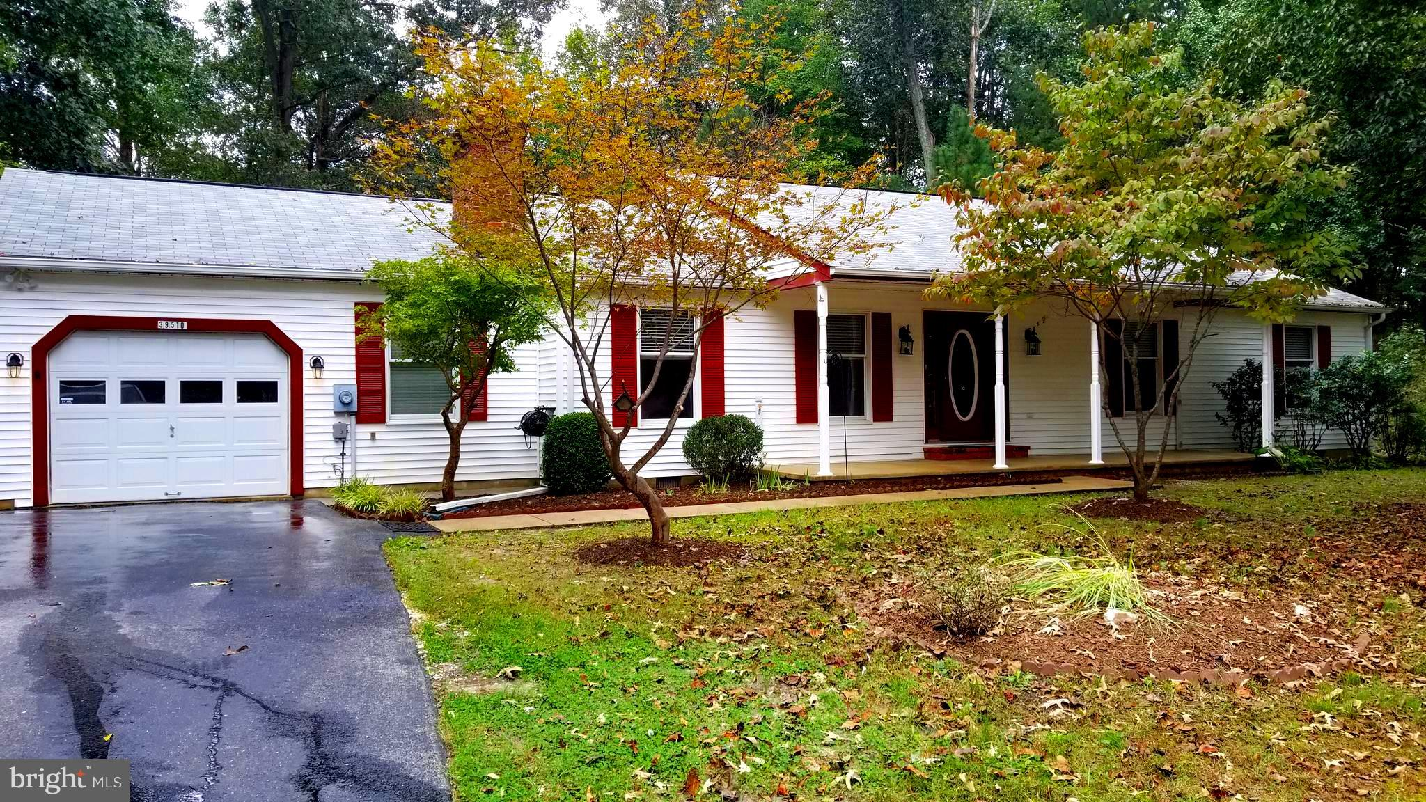 PEACEFUL PRIVATE SETTING AT THE END OF CUL DE SAC. NEW PAINT, CARPET, APPLIANCES, TOP OF THE LINE HVAC SYSTEM. CLIMATE CONTROLLED SUNROOM TO USE YEAR ROUND!! MOVE IN READY.  GORGEOUS HARDWOOD FLOORING, HUGE EAT-IN KITCHEN, FORMAL DINING ROOM & COZY FAMILY ROOM TO ENJOY THE WARM BRICK FIRE PLACE. ONE YEAR WARRANTY INCLUDED. SEPERATE LAUNDRY LOADS OF STORAGE. RARE FIND TO ENJOY FOR YEARS!