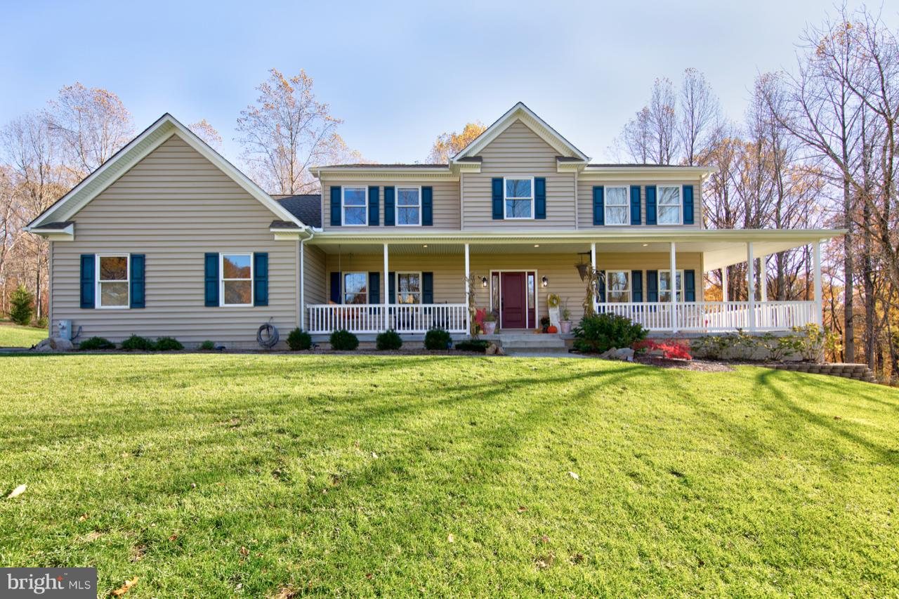 AMAZING PROPERY!! AMAZING HOME!! CHECK THE SCHOOLS !! CUSTOM-BUILT COLONIAL ON 4.38 ACRES, WITH A NI