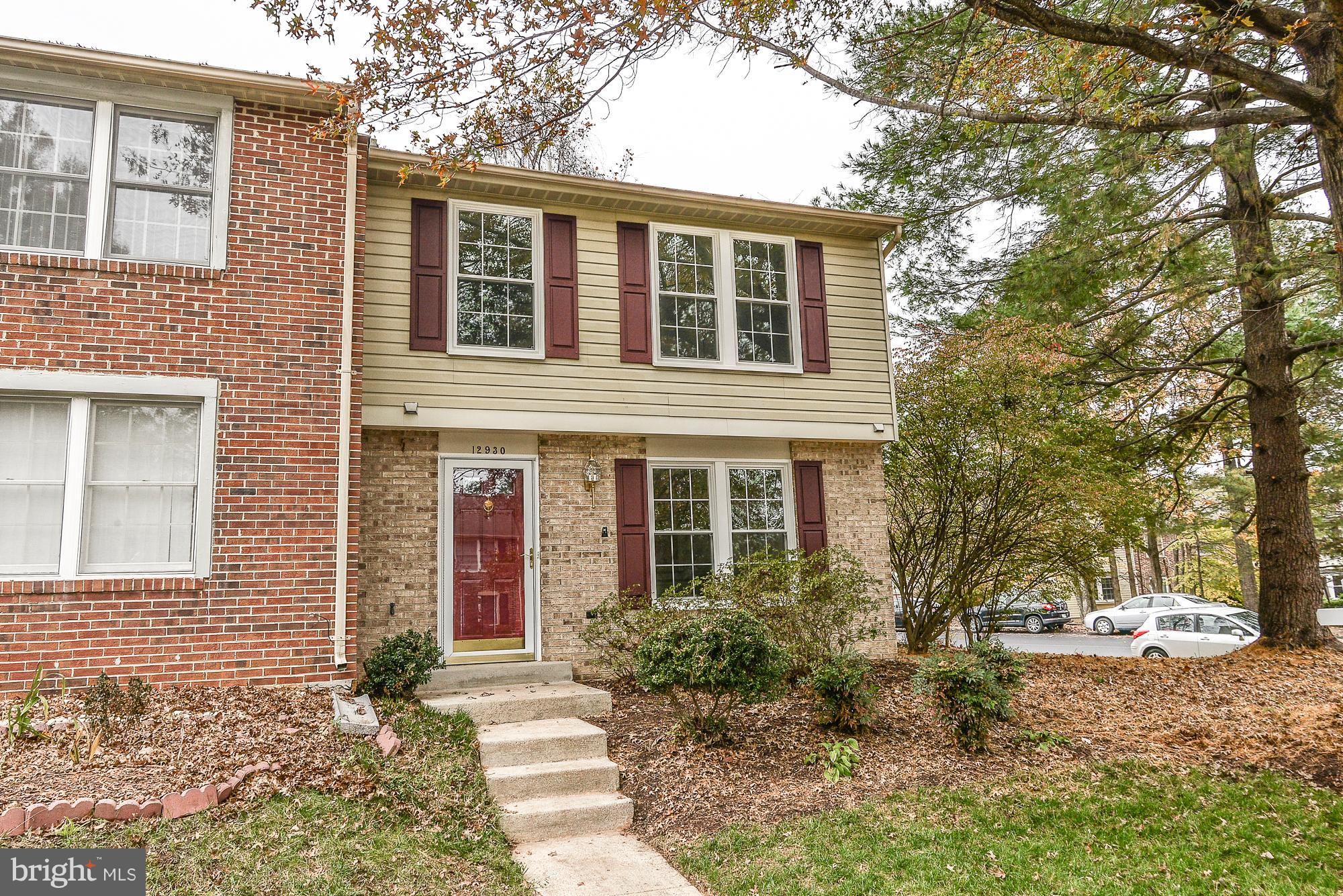 END UNIT TOWNHOME :: FULLY RENOVATED HOME FROM TOP TO BOTTOM,<< SS-APPLIANCES, >>ALL WINDOWS ARE BRA