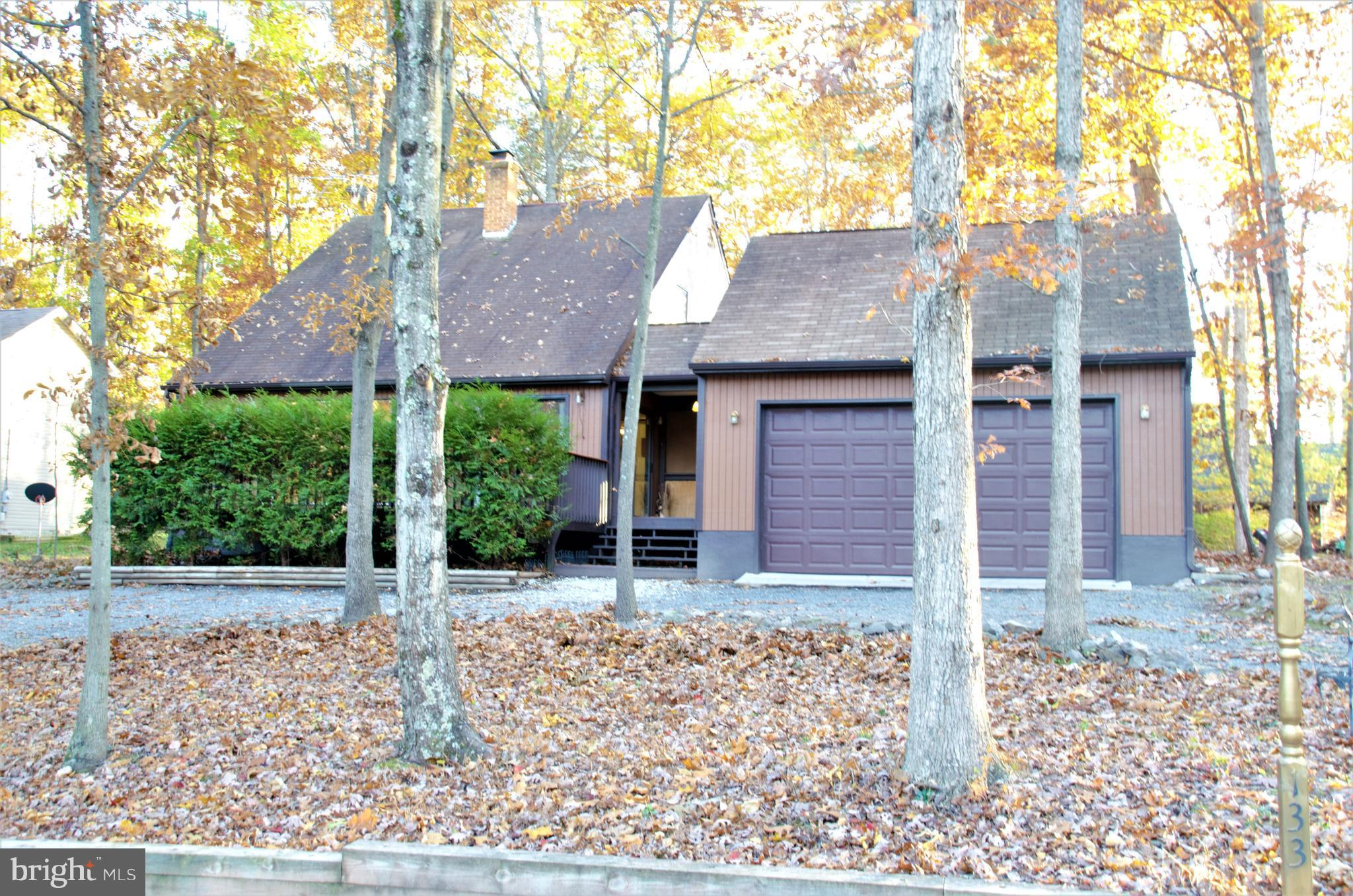 Adorable 3 bed, 2 bath cedar home in beautiful Lake Holiday Estates!  Great open layout with high ce