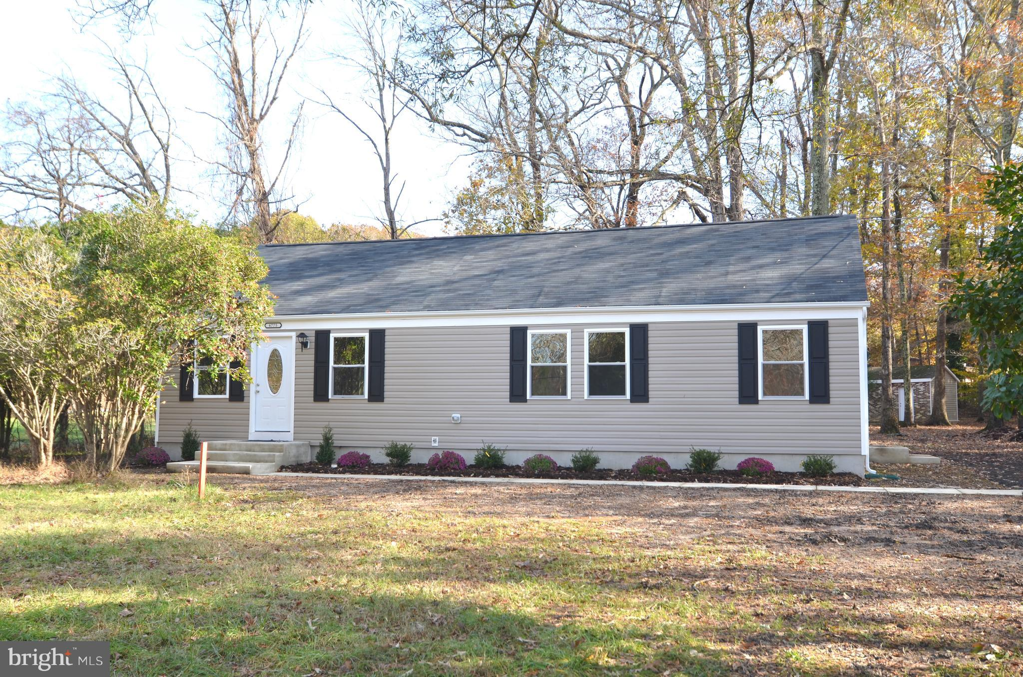 Newly renovated 3BR 2FB Rambler on private lot.  Custom designed kitchen with granite counter tops,