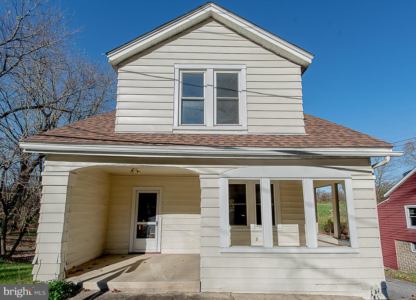 Charming home with high ceilings and hardwood floors, Separate dining room, living room and eat in s