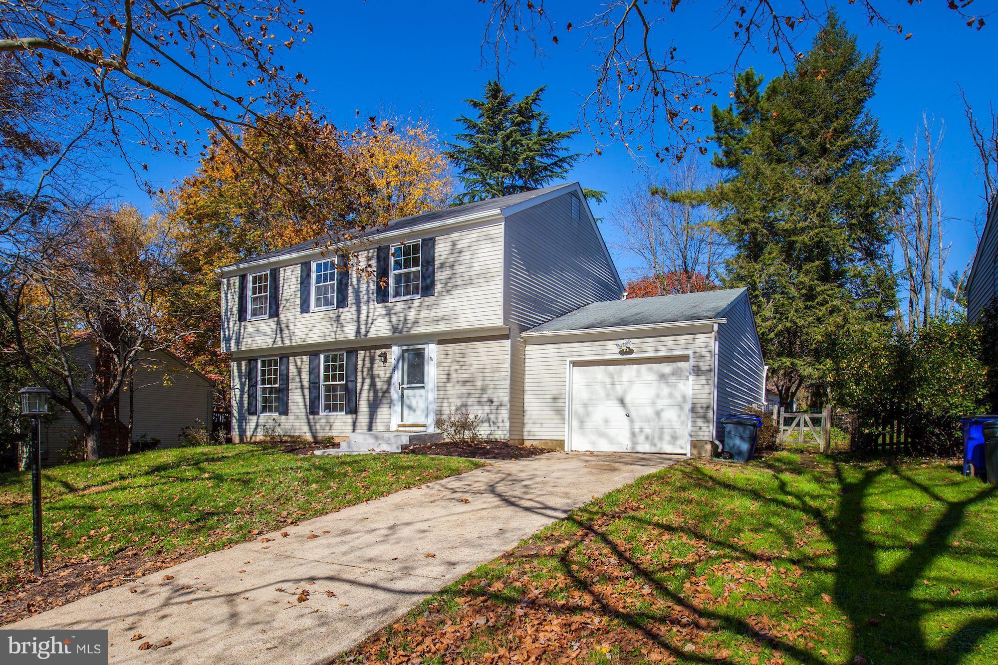 TOTAL RENOVATION IN THIS FABULOUS HOUSE CENTRALLY LOCATED IN COLUMBIA. FROM OPEN KITCHEN WITH NEW CA