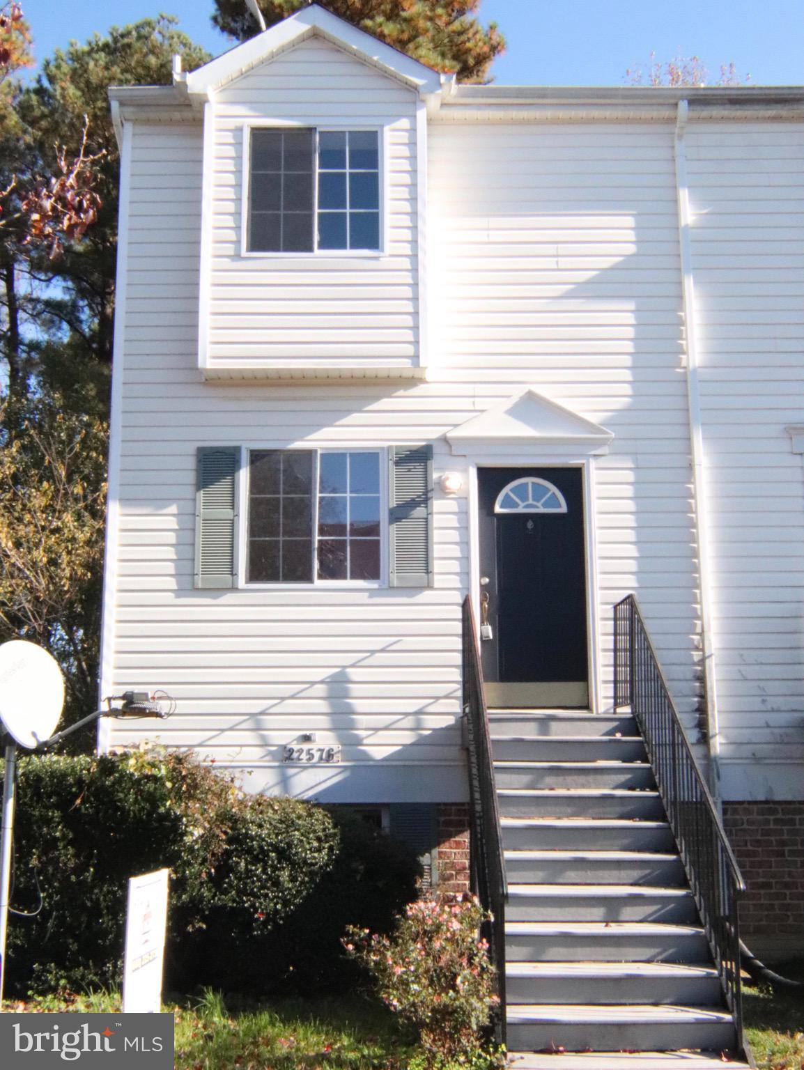 Three level end unit town home in Hickory Hills. Main level foyer with coat closet, half bath, kitch