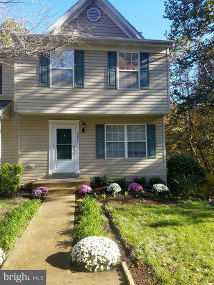 WELCOME HOME TO THIS Beautiful END UNIT Townhome with the WORKS!! *NEW HARDWOOD FLOORING *NEW REFRIG