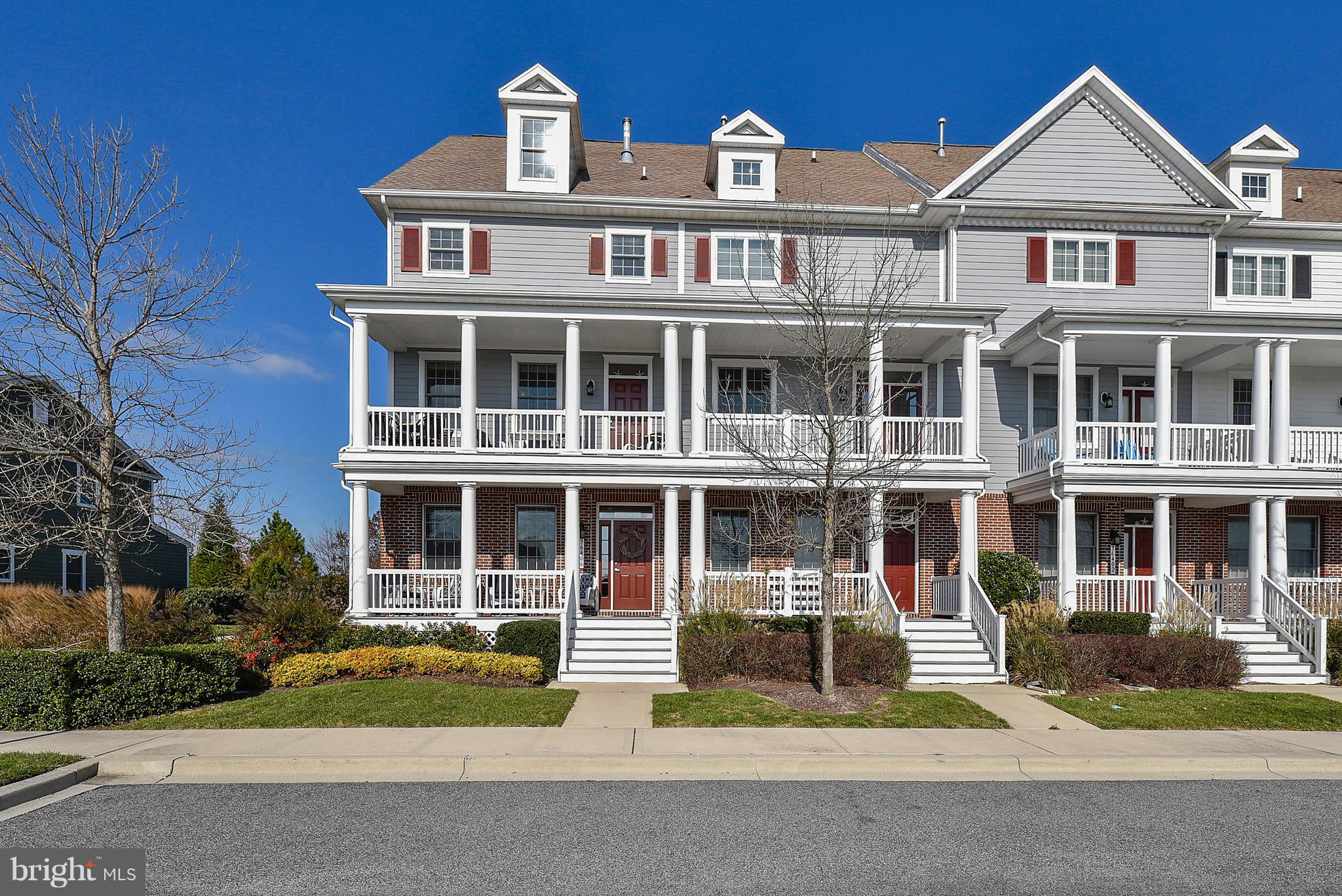 Fabulous 4 bedroom, 3.5 bath end unit townhome in desirable location just steps from the Sunridge Re