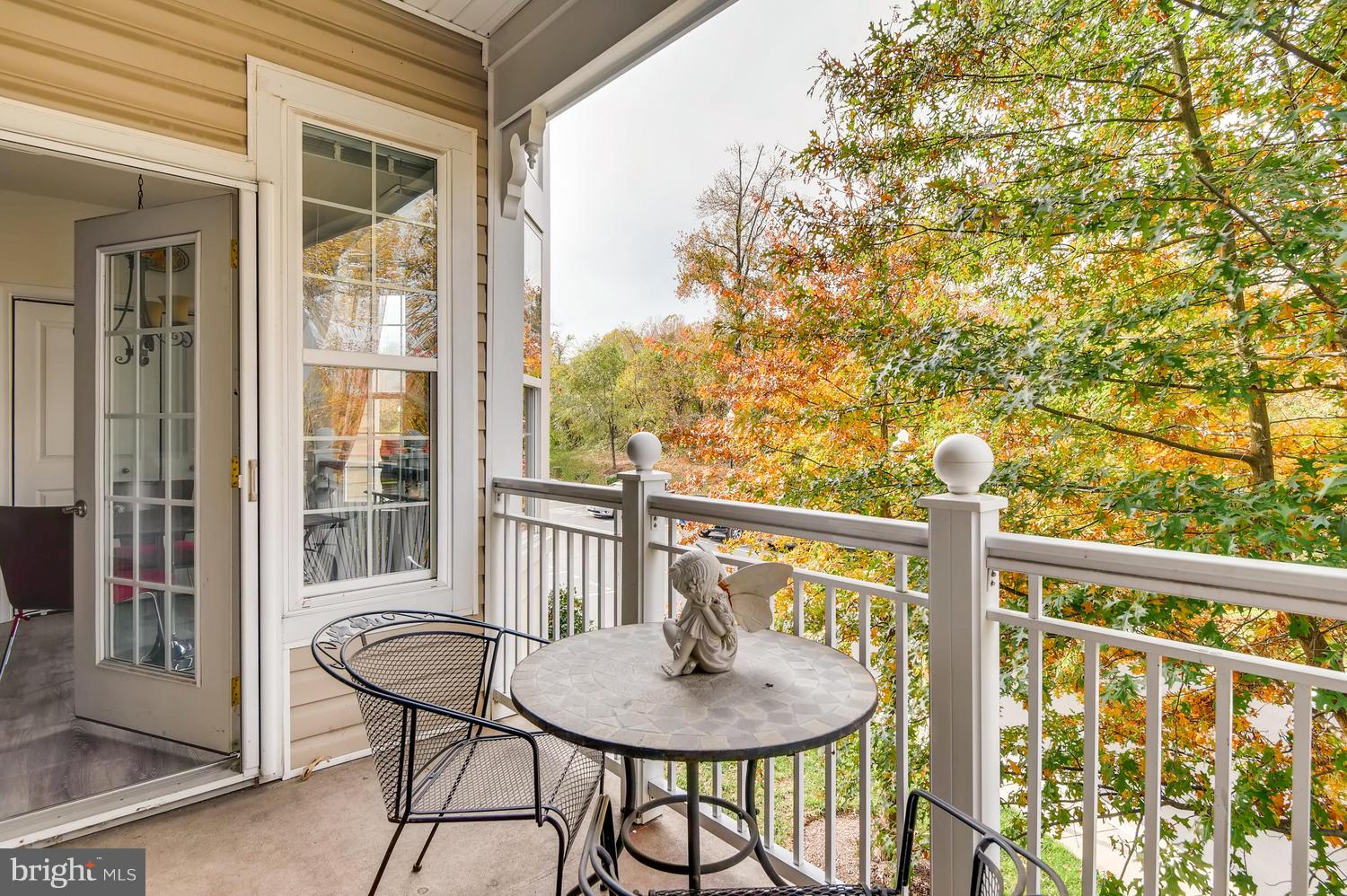 SOUGH AFTER FOUR SEASON PRESENT 2nd FLOOR UNIT THAT OFFERS THIS 2 BEDROOMS, 2 BATHS, HOME WITH BALCO