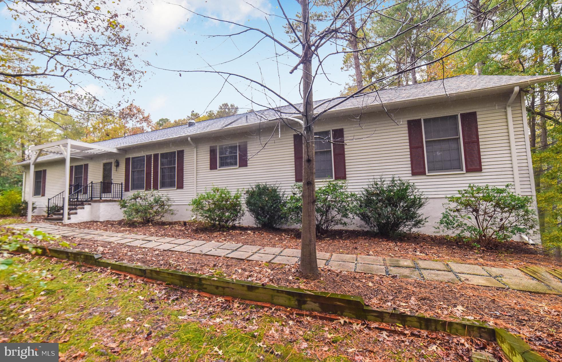 Beautiful rambler on a secluded 1.11 acre lot in Wildewood.  Hardwood floors in foyer, family room a