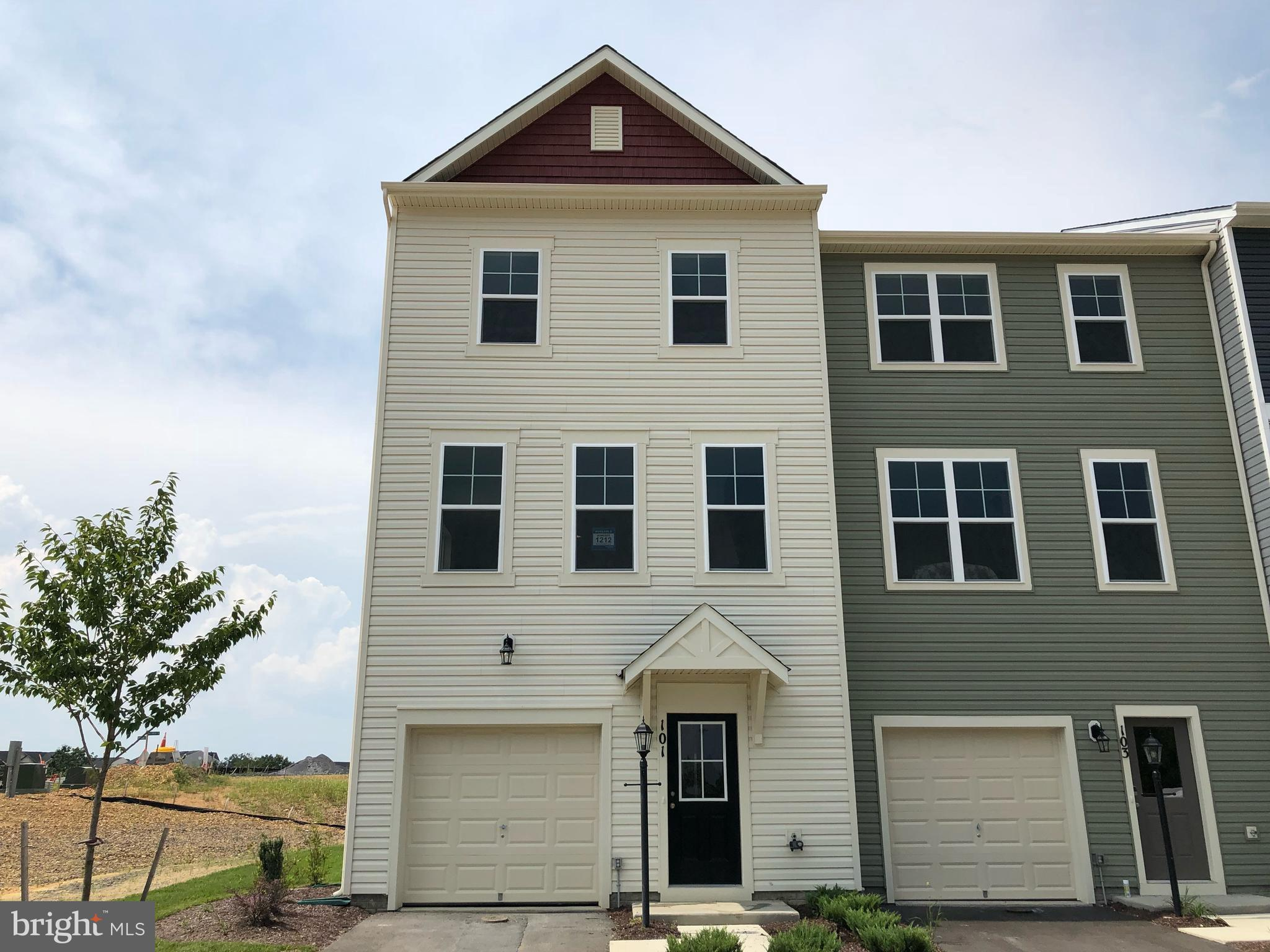 New End Unit Shenandoah is Ready for Move In! 1 Car Garage, Spacious Floorplan includes 3 Finished L