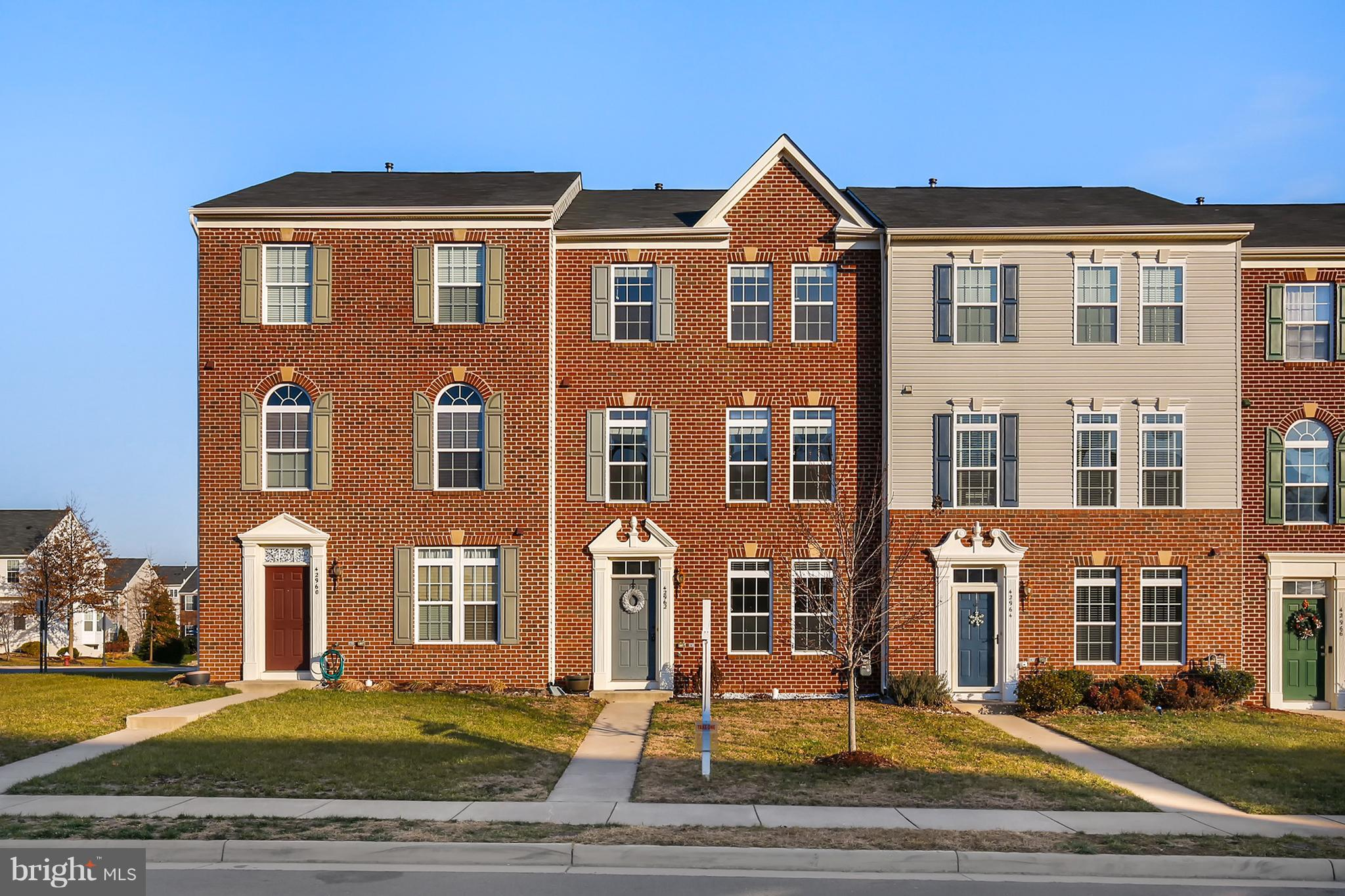 Beautiful brick-front townhome 3 bedrooms, 2.5 bath home in the Estates at Elk Run.   The main floor