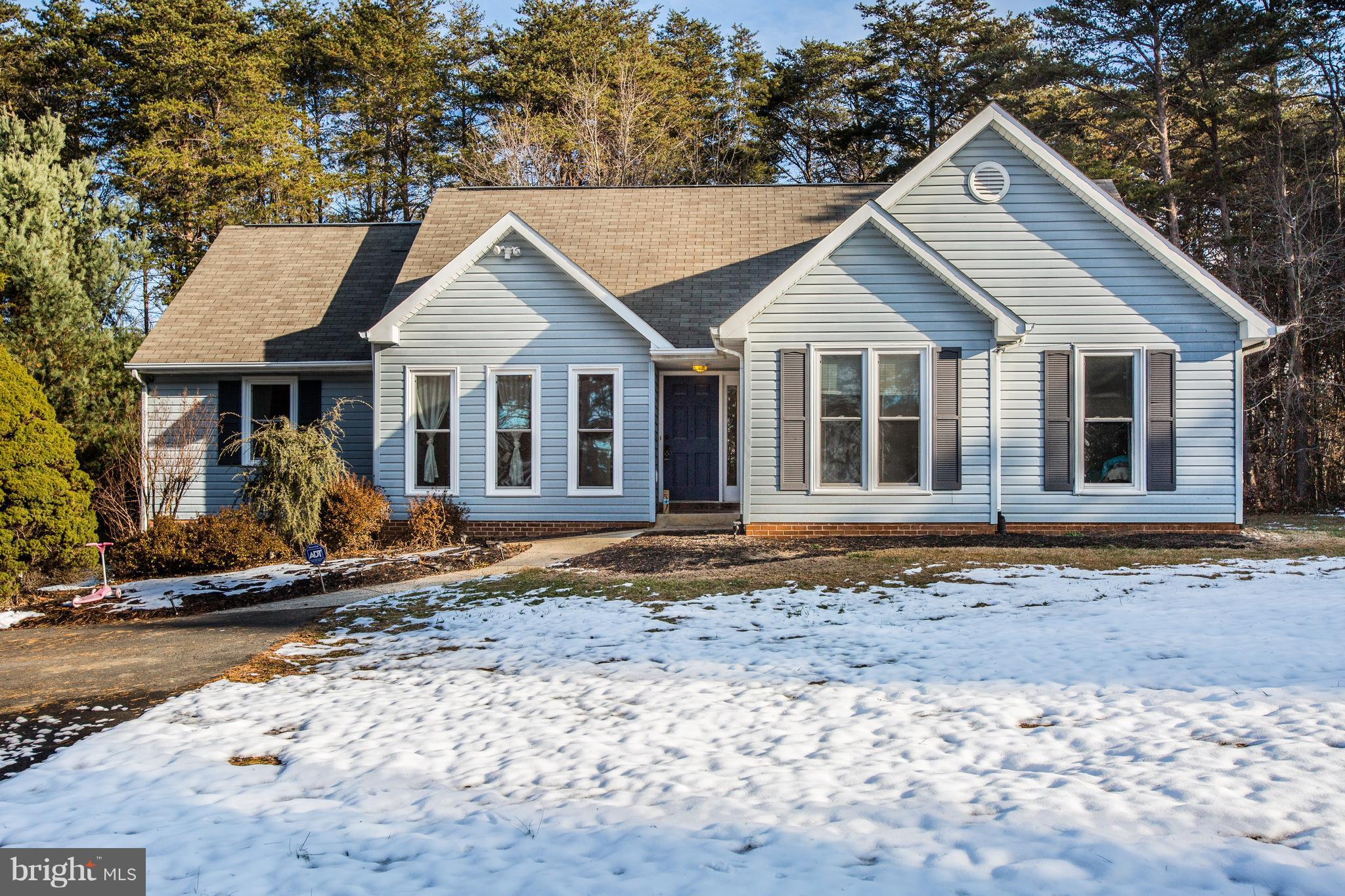 A wonderful open plan style home with wonderful traffic flow. Rancher with crawl space and very spac