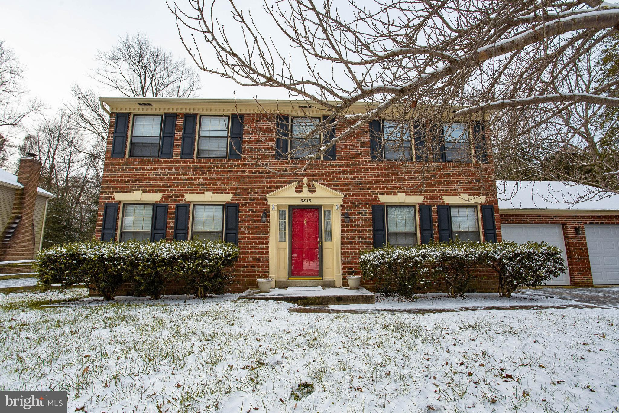 Look no further! This home is simply Gorgeous, inside and out! Charming 4 bedroom Colonial, convenie