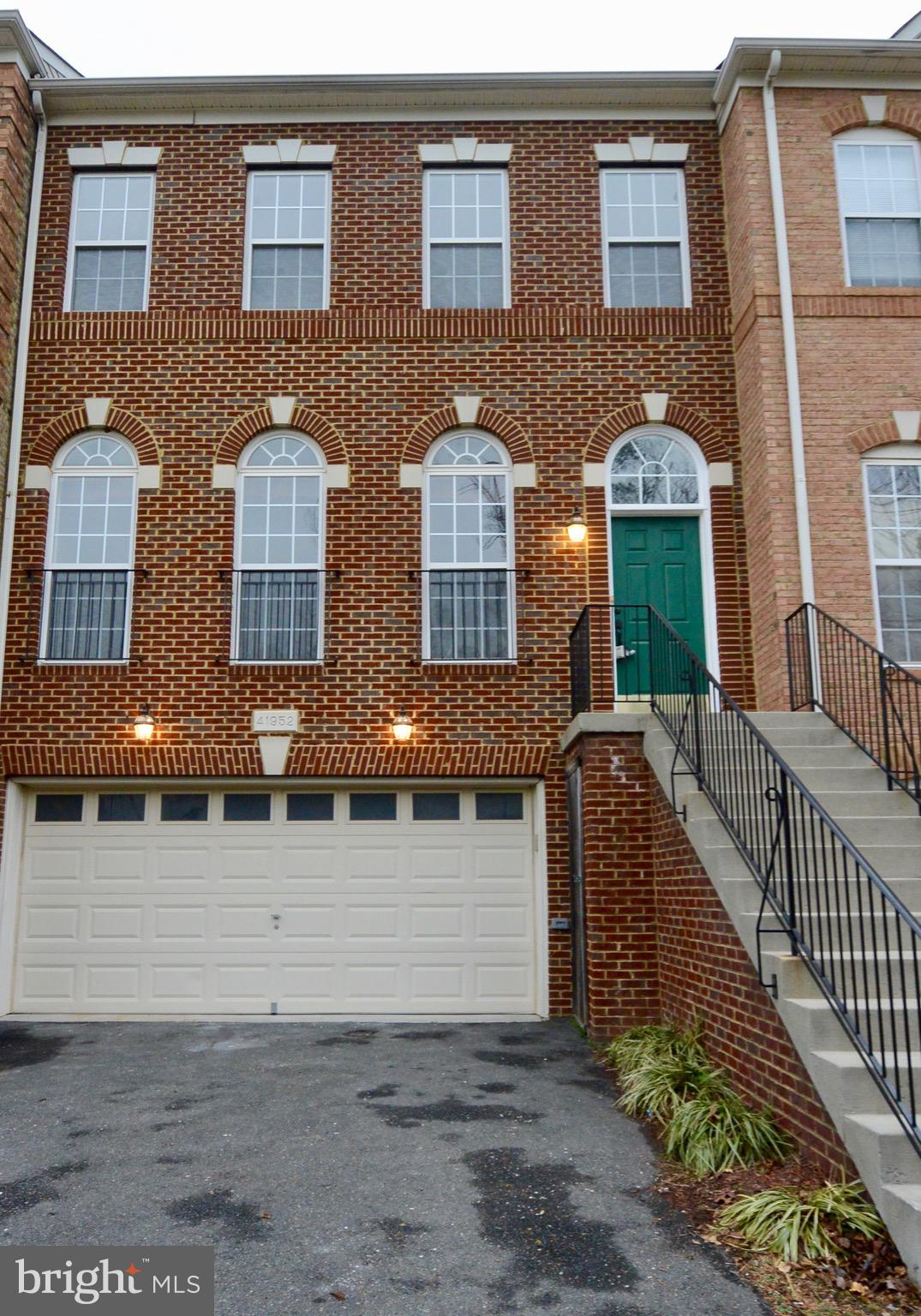 Lovely 3 level 2-car garage townhome in a great neighborhood, close to shopping and restaurants. Bri