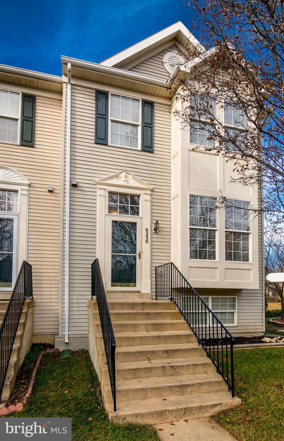 Desirable 4 bed, 3.5 bath end unit with an open floor plan, hardwood and crown molding.  Entertain i